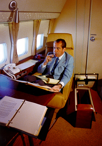 Nixon_in_Pres_cabin_of_AFO